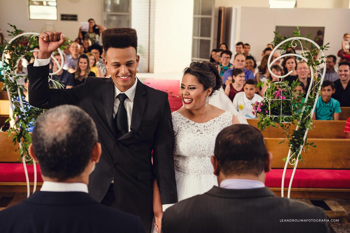 noivos-felicidade-entrada-cerimonia
