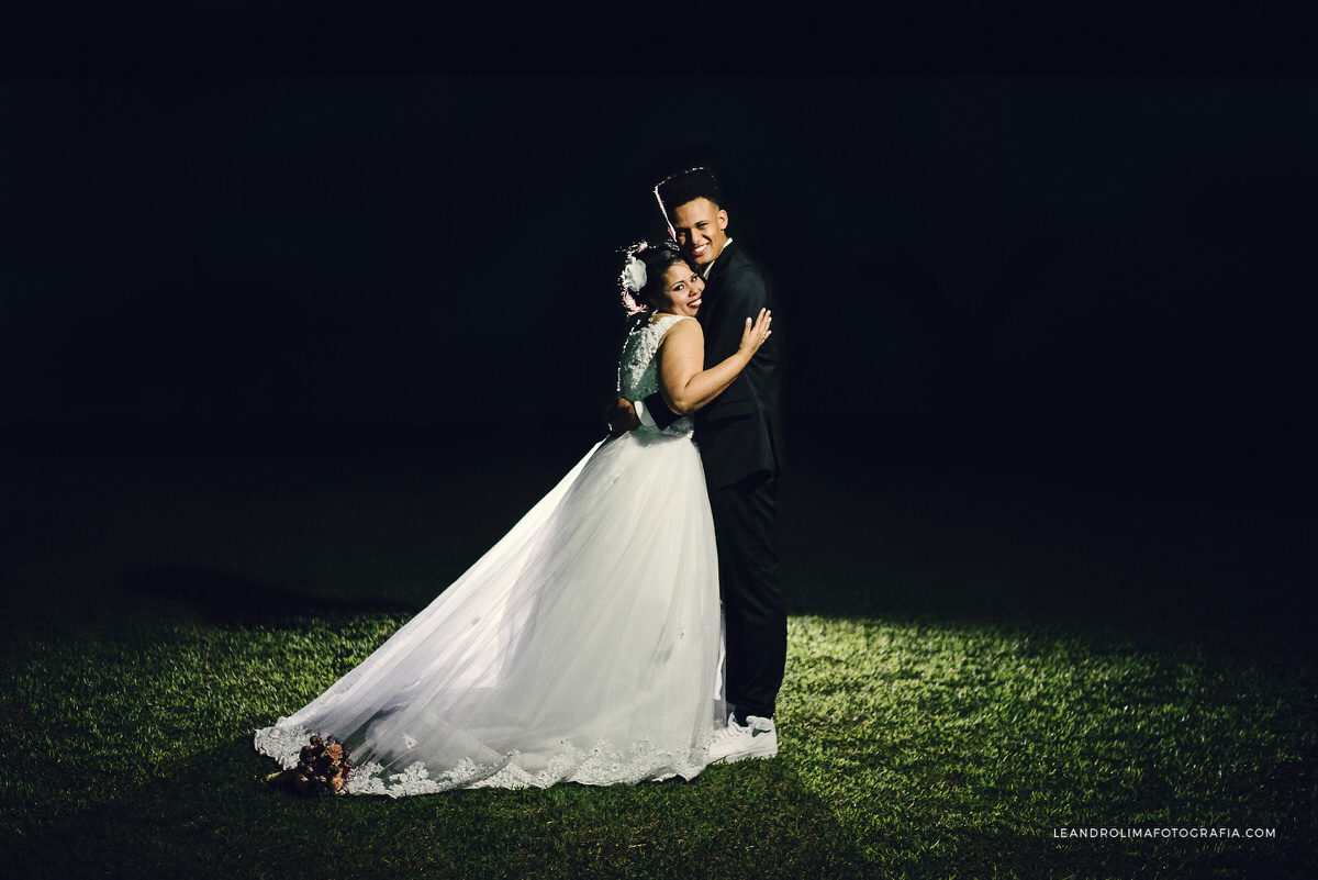 ensaio-casal-pos-casamento-flash-contra-luz