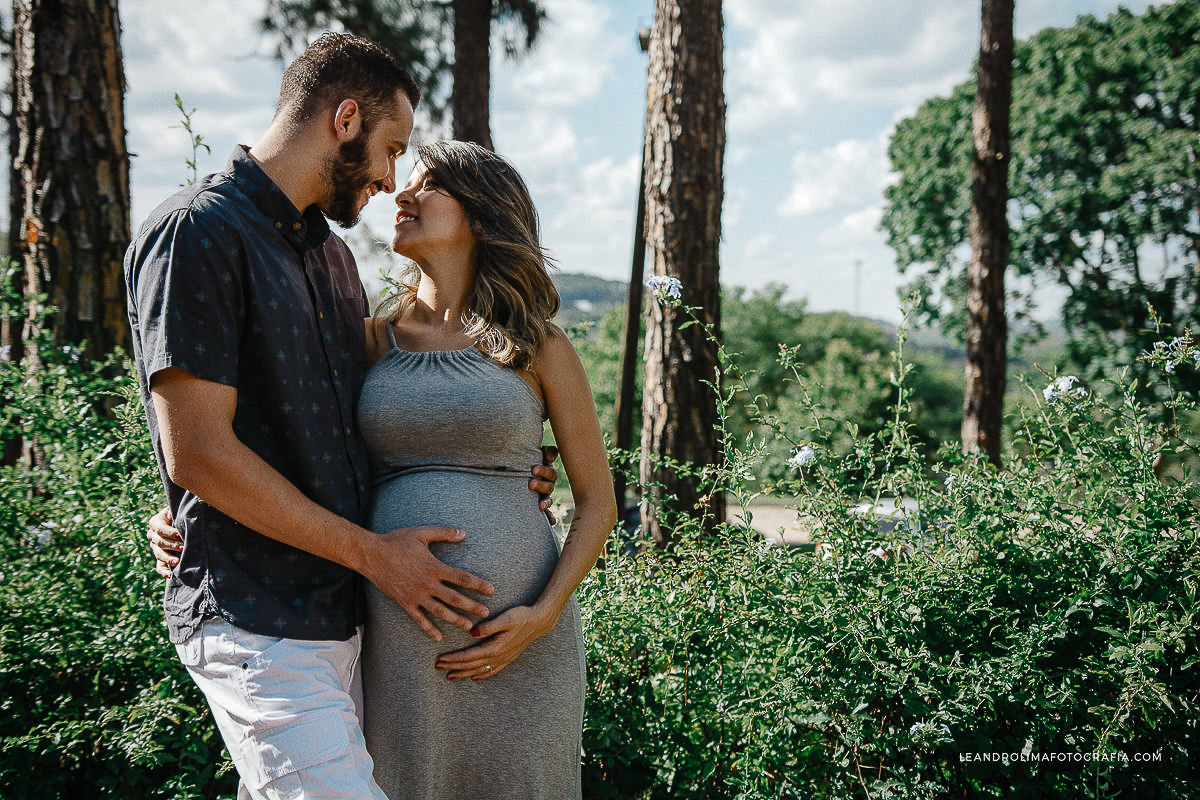 ensaio-foto-casal-gestante-gravida-mosteiro-sao-bento-vinhedo-03