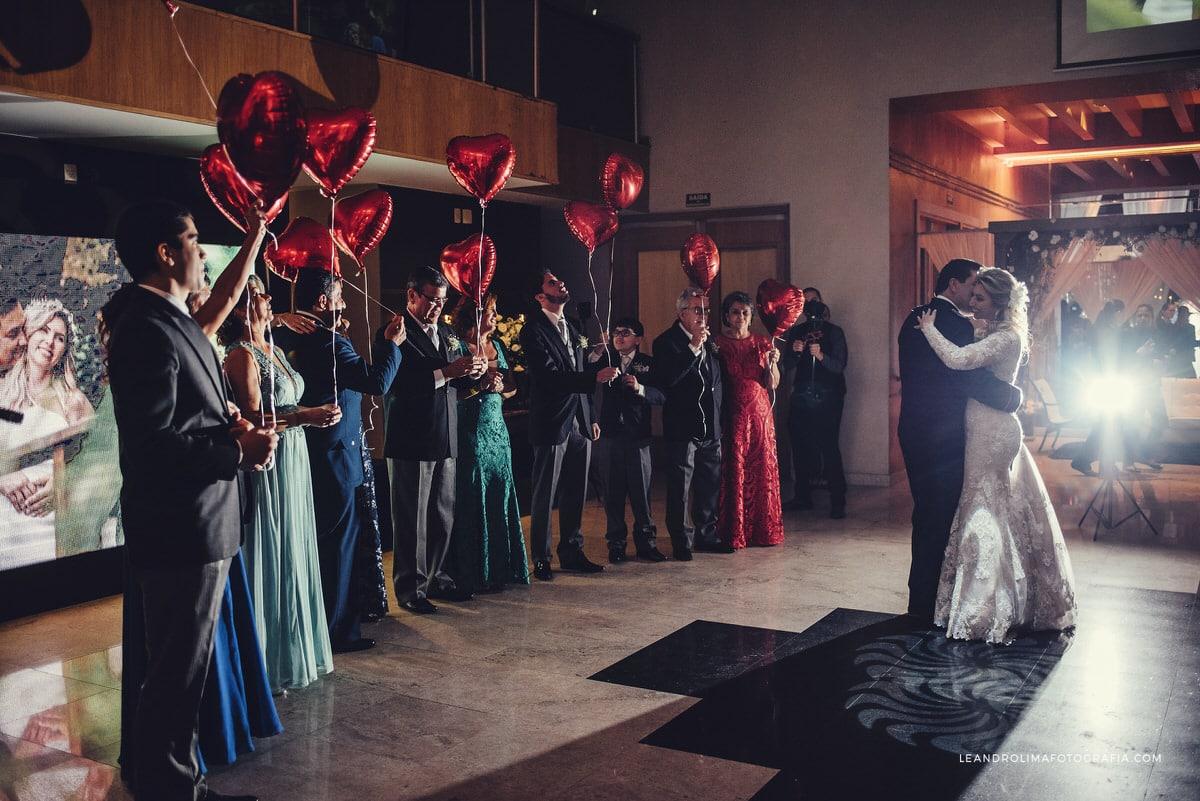 danca-noivos-casamento-classico-luxo-baloes-coracao-buffet-dellorso-vestido-renda-nova-noiva-jacques-janine-59