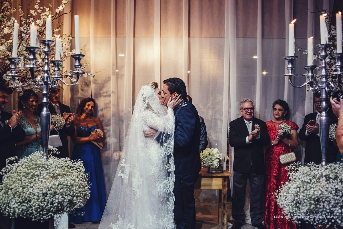decoracao-casamento-classico-luxo-beijo-noivos-buffet-dellorso-vestido-renda-nova-noiva-jacques-janine-47