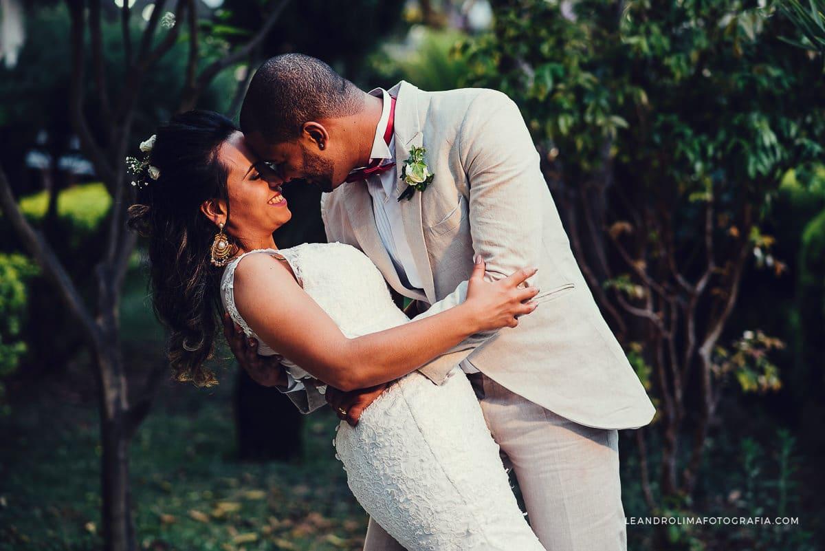 ensaio-noivos-casamento-boho-chic-tenis-all star