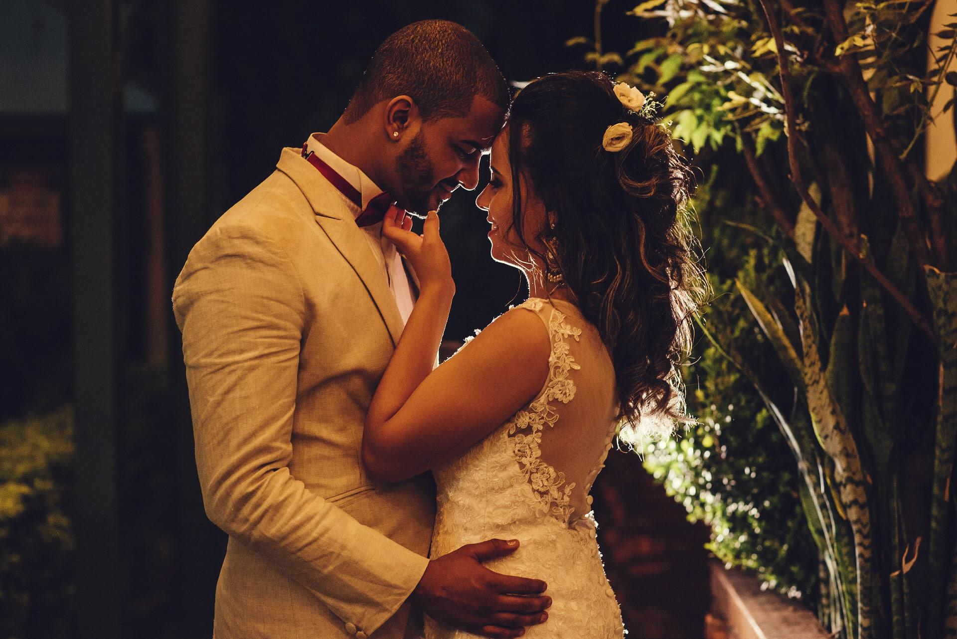 ensaio-noivos-casal-contra-luz
