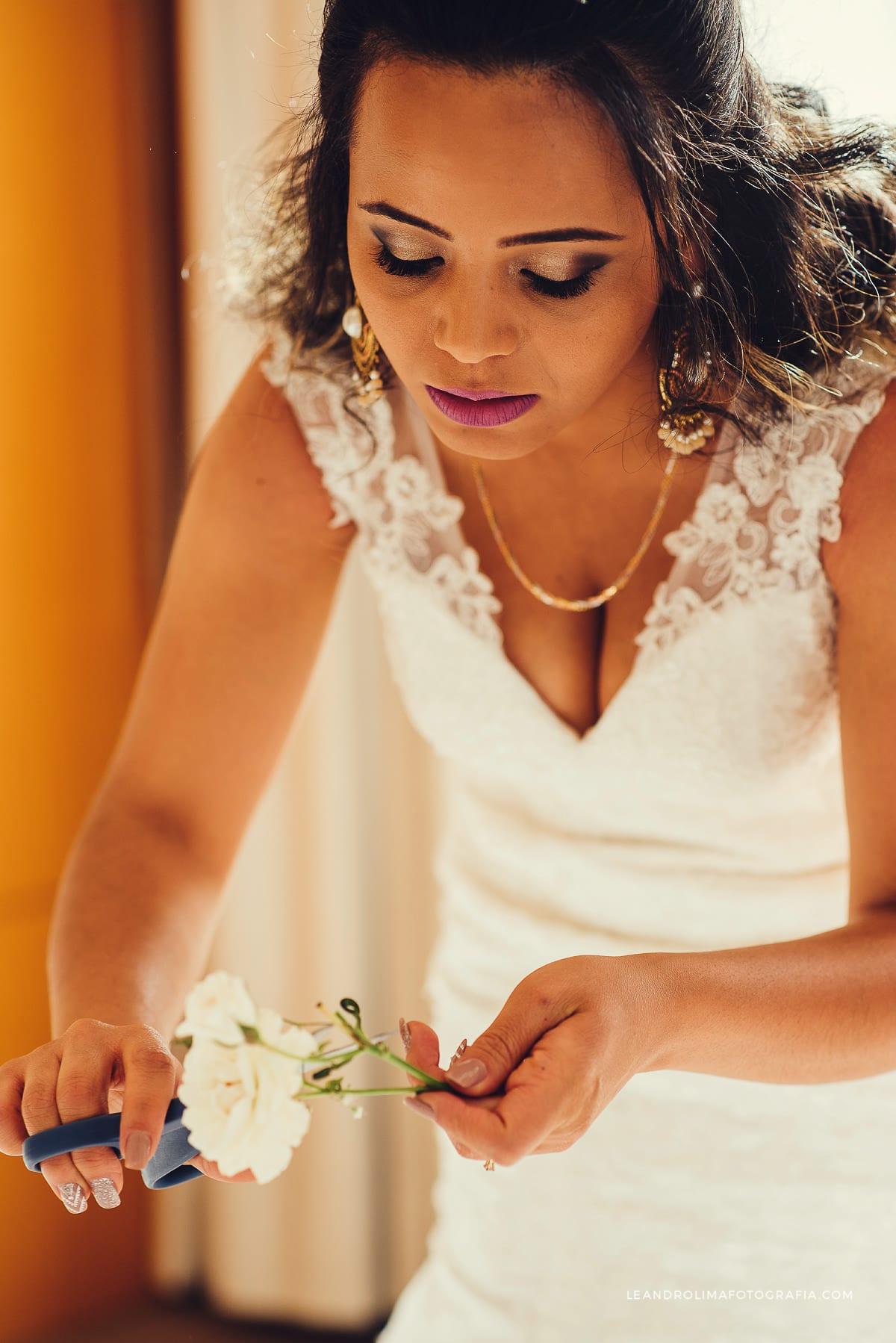 arranjo-cabelo-noiva-acessório-flores-naturais