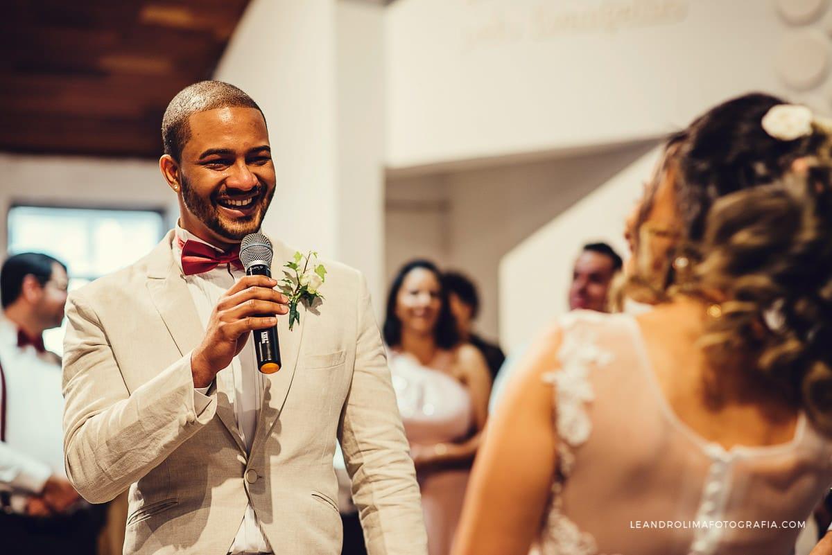 noivo-votos-casamento-emocionado