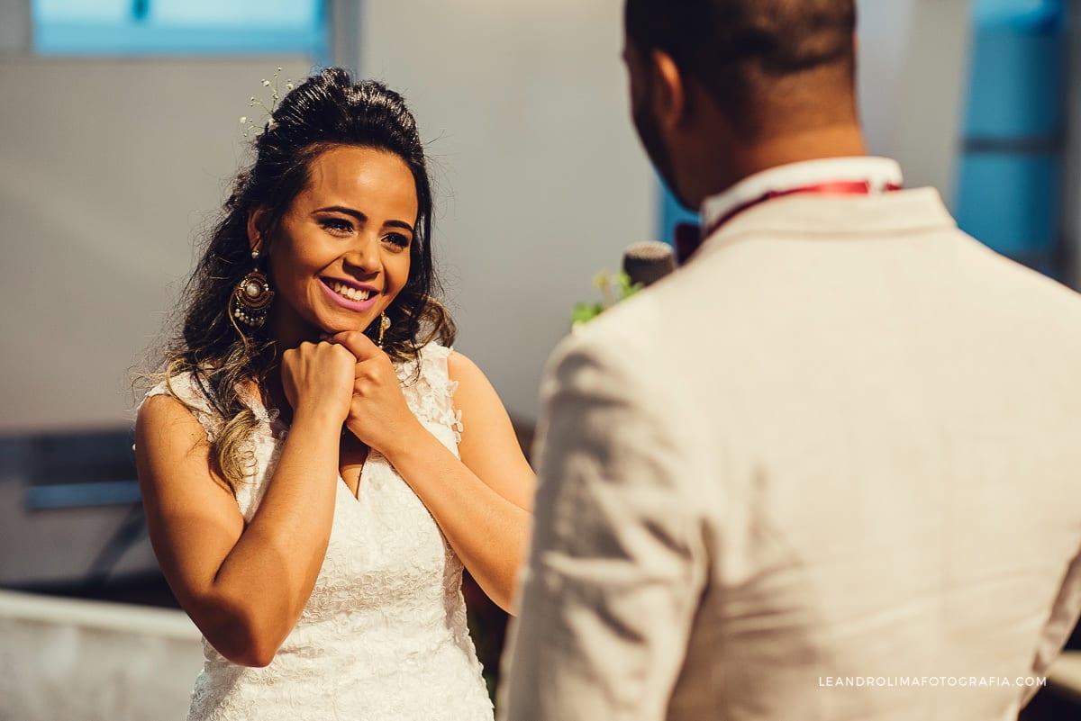 noiva-votos-casamento-emocionada